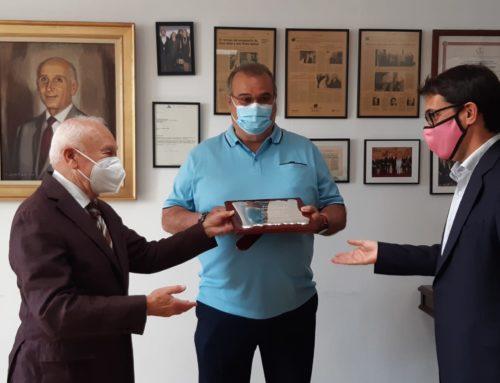 El Conseller de Trabajo Iago Negueruela homenajea al Jefe de Obra Francisco de Haro  por sus 50 años ininterrumpidos en Grupo SAMPOL